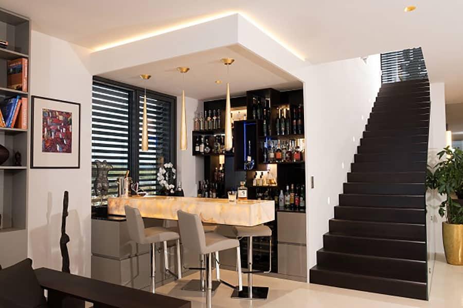 Bar, Theke, Thekenberbau, beleuchtetes Barelement, Bar in Stein, Granit