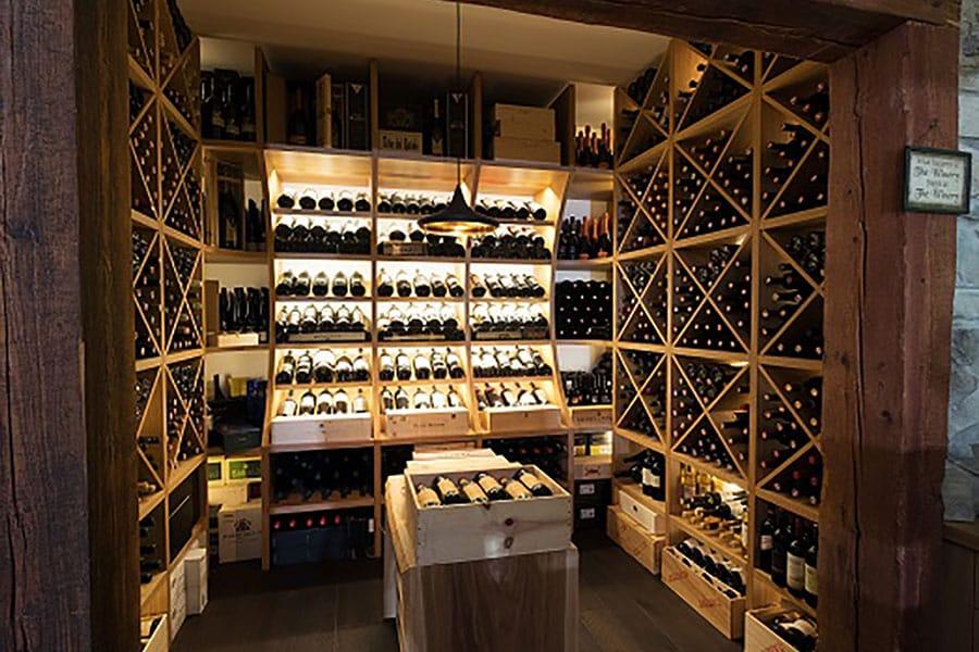 Weinregal in Eiche, Eiche natur, Präsenattion der Weine